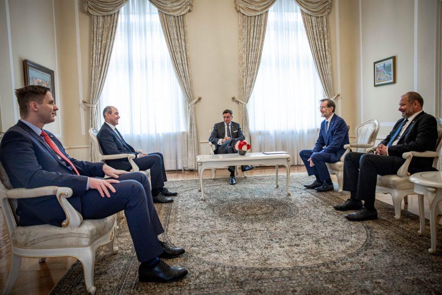 Vsi predsedniki in predsednik prve demokratične vlade.