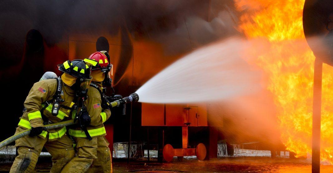 Požar na bencinski. Slika je simbolična